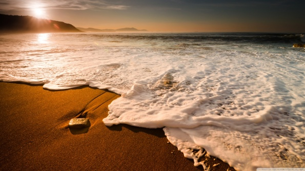beach_waves-wallpaper-1366x768.jpg